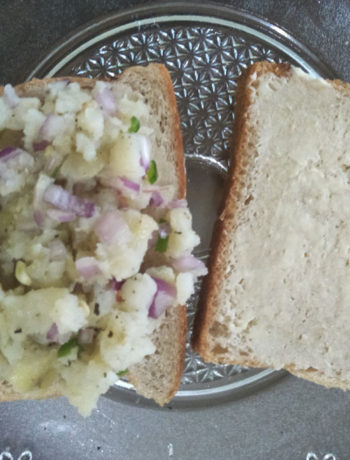 Mashed potato filling on bread