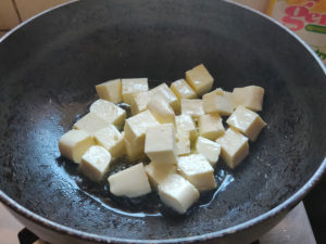 Paneer Cubes added to oil