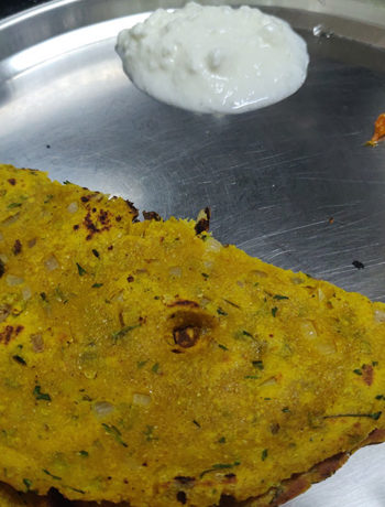 Thalipeeth served with curd and mango pickle